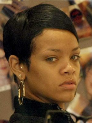 rihanna ugly outfit. ugly hair/make-up/clothes.