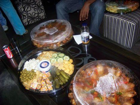 Nywana E Kgolo E kgolo a cake on a cake