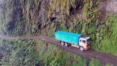 Hot Roads - The World's Most Dangerous Roads 2