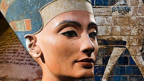 Nefertiti: The Lonely Queen
